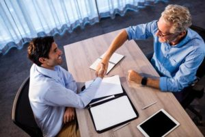 Увольнение по соглашению сторон с выплатой компенсации: как оформить и рассчитать размер выплаты