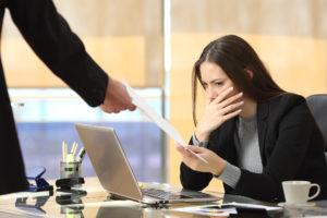 mozhno-li-uvolit-sotrudnika-v-vyhodnoj-den